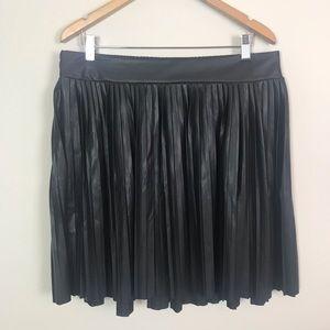 Torrid   black pleated skirt